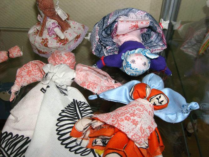 Старинные куклы. Игрушки не должны диктовать ребенку свое настроение