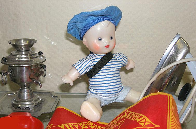 В современном кукольном производстве острый дефицит кукол мужского пола. Игрушки советского времени.