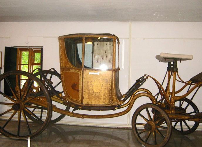 Карета 19 века, экспонат музея «Конный двор»