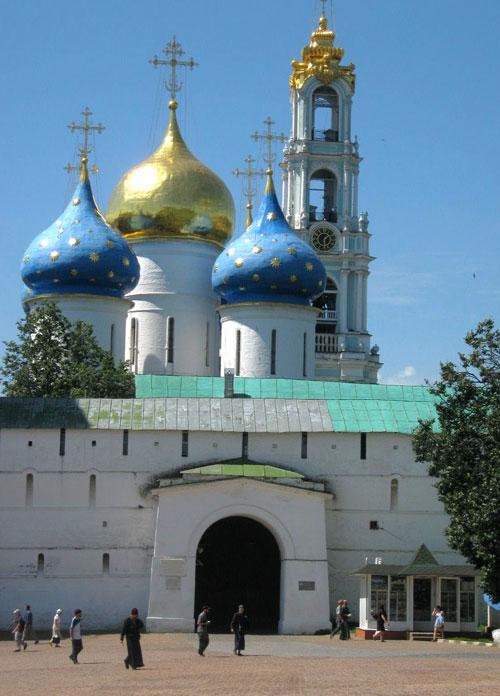 Центральный вход в Троице-Сергиеву Лавру