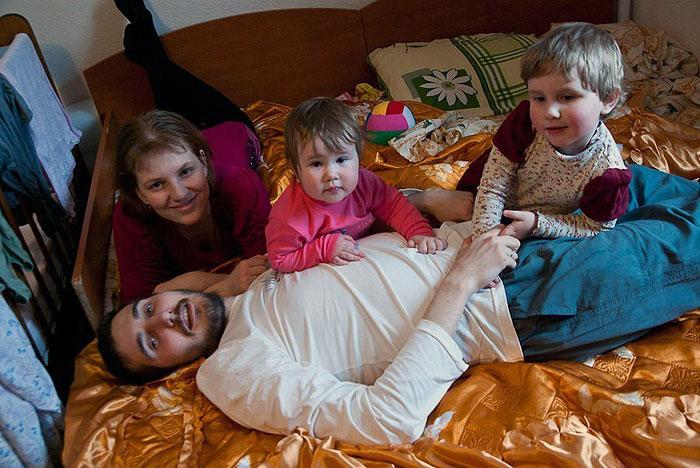 Денис Собур с семьей