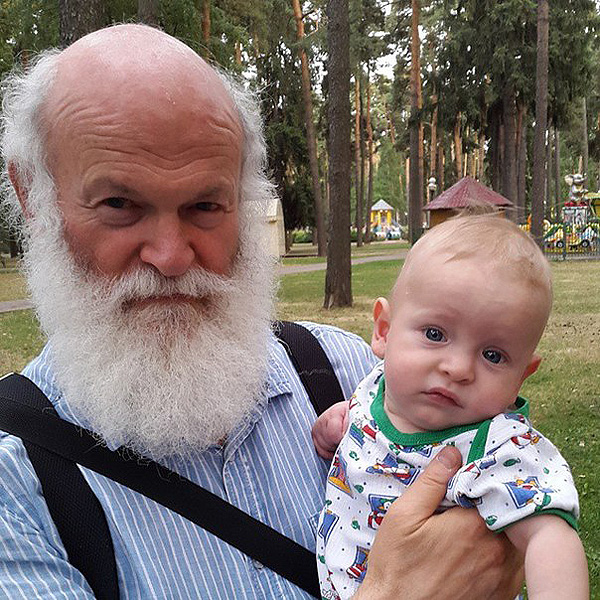Протоиерей Константин Островский с внуком