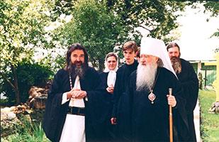 Посещение митрополитом Крутицким и Коломенским Ювеналием храма Рождества Пресвятой Богородицы с.Верхнее Мячково в 2000 году.
