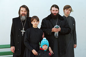 Отец Александр с сыновьями Димитрием, Иваном, Алексеем и внуком Сергеем