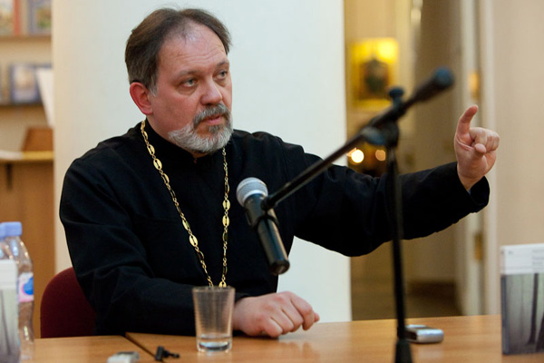 Священник Александр Дьяченко. Фото: Юлия Маковейчук, peavmir.ru.