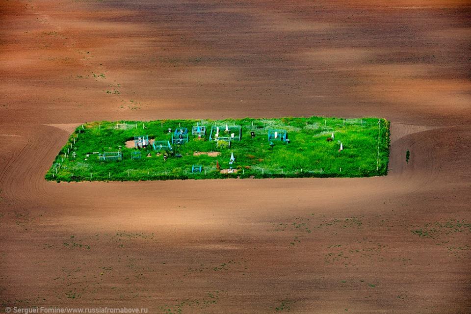 Последний приют хлебороба. Фото Сергея Фомина