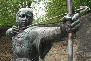 Памятник Гуду у стен Ноттингемского замка