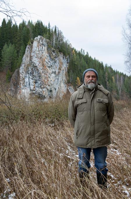 Алексей Мосин. За спиной у него - Мосин камень на реке Чусовая