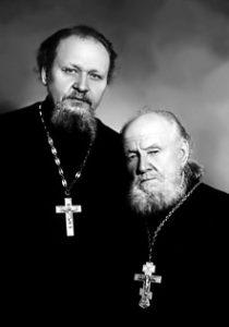 Отец и сын: протоиерей Михаил Гундяев и священник Василий Гундяев. Фото 1950-х годов