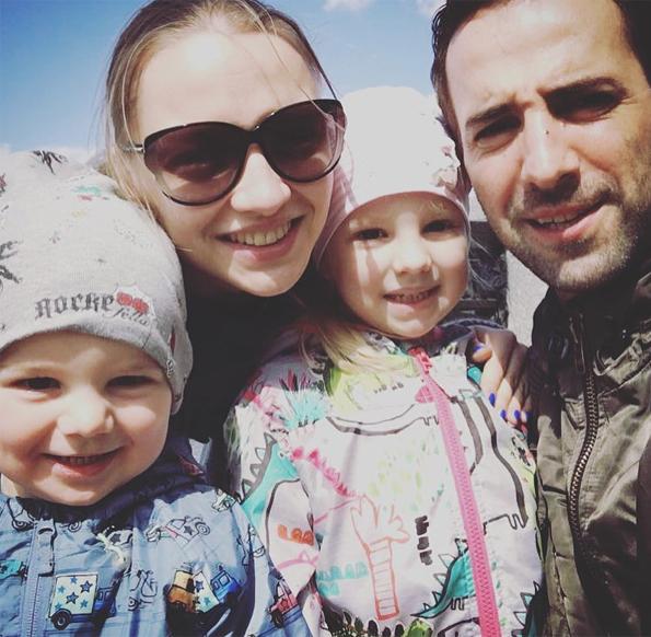 Илья Любимов с супругой Екатериной Вилковой, дочкой Павлой и сыном Петром
