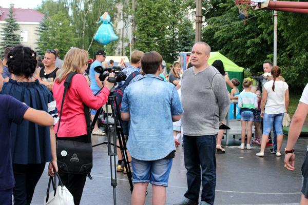 Сергей Пятовский общается с журналистами
